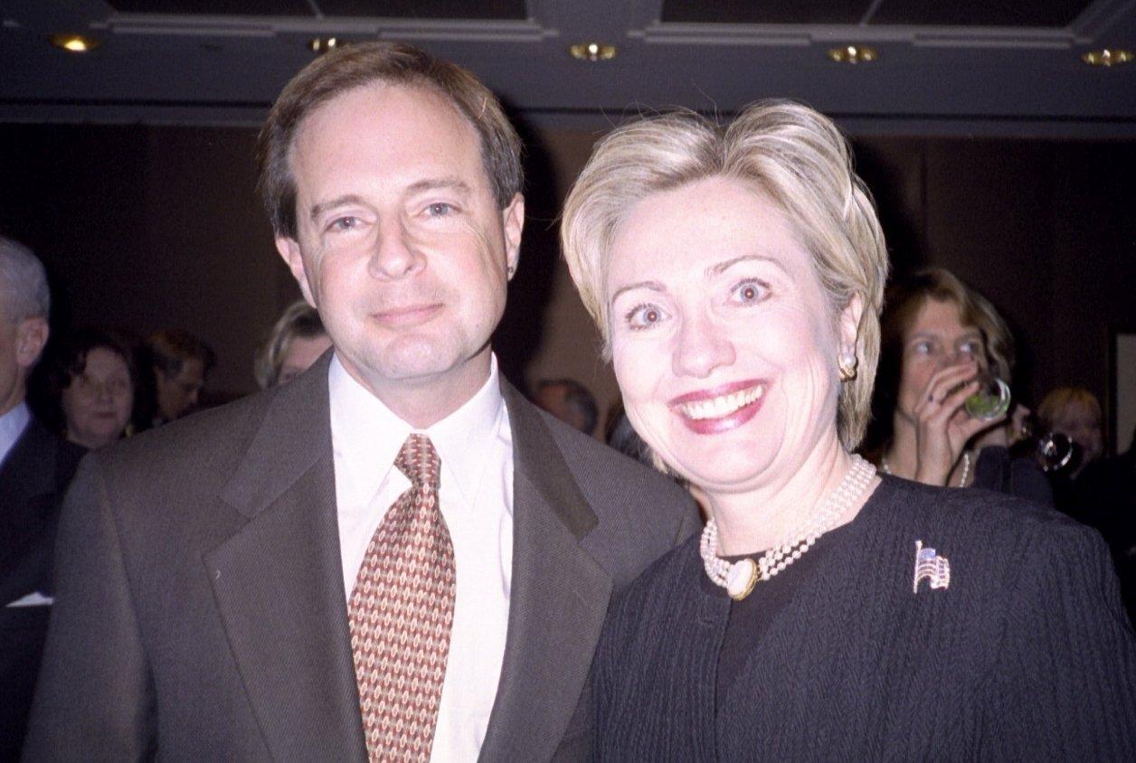 Robert Epstein y Hillary Clinton.